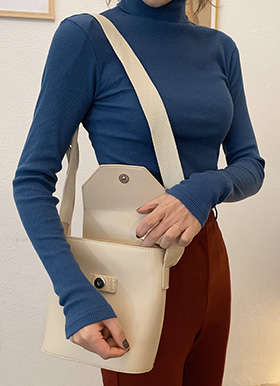 Cream webbing strap bag